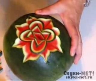 Как сделать из арбуза розу
